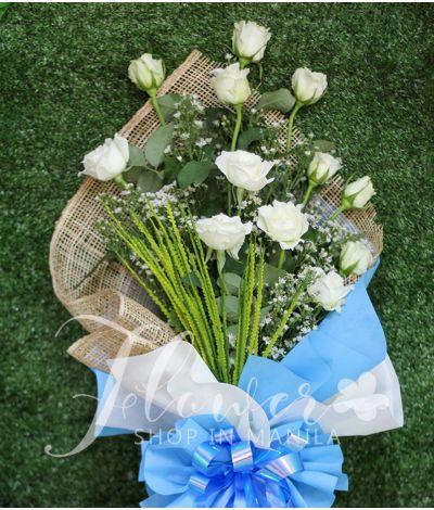 1 Dozen of white Roses