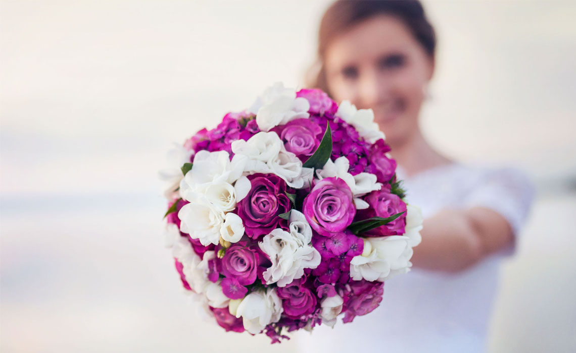 Why Brides Always Carry Bouquets of Flower at Their Weddings?