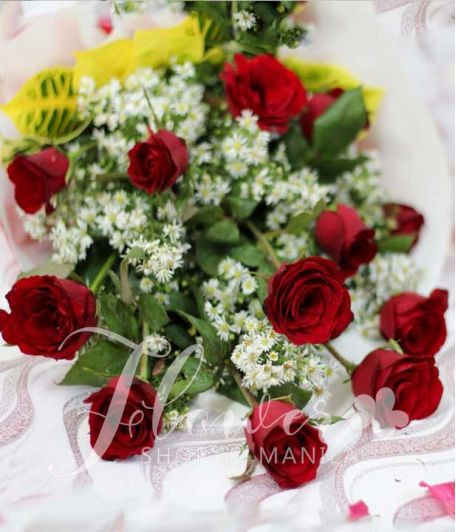 1 Dozen Red Roses (Arm Bouquet)