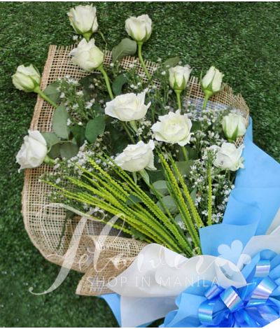 1 Dozen of white Roses
